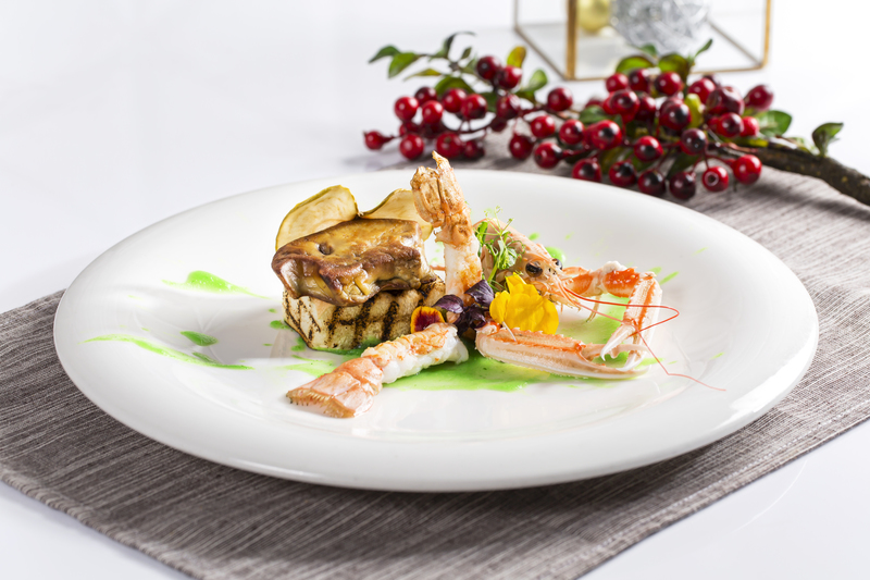 AVA Restaurant Slash Bar - Hotel Panorama 隆堡麗景酒店Pan-fried Foie Gras Langoustine Green Apple Gel _ Brioche Bread - OKiBook Hong Kong Restaurant booking