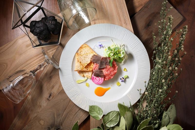Cucina Marco Polo Hong Kong 馬哥孛羅香港酒店 - OKiBook Hong Kong - Italian Beef Tartare with Organic Egg Yolk Sauce and Shaved Black Truffle