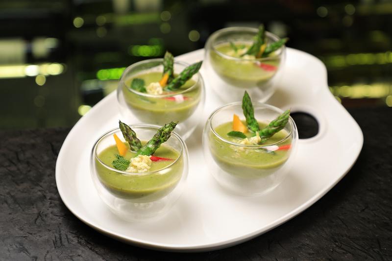 Yamm The Mira Hong Kong - OKiBook Hong Kong Restaurant Buffet booking 自助餐預訂香港 Crab Buffet_02_Asparagus Gazpacho with Crab Meat