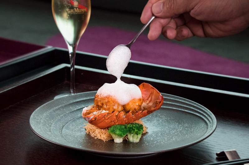 Above & Beyond Hotel ICON - 天外天中菜廳 - 唯港薈 OKiBook Hong Kong Restaurant Buffet Booking 自助餐預訂香- Champagne and Lobster 天外天」醉人香檳龍蝦配對 - Wok-fried Kung Pao Lobster