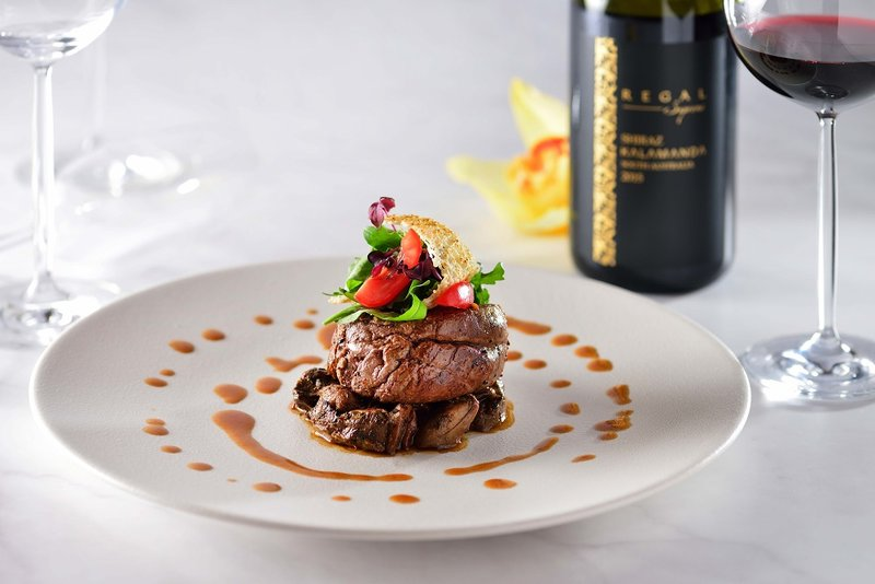 Alto 88 Regal Hongkong 富豪香港酒店 Summer menu - OKiBook Hong Kong Restaurant and buffet Booking -Beef_ Tenderloin with Sauteed Porcini and Arugula 烤牛柳配炒牛肝菌及芝麻菜
