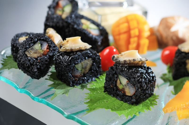 Yamm The Mira Hong Kong - OKiBook Hong Kong Restaurant Buffet booking 自助餐預訂香港 Abalone & Foie Gras Buffet_Ink California Rolls with Abalone and Mango Mayo_web