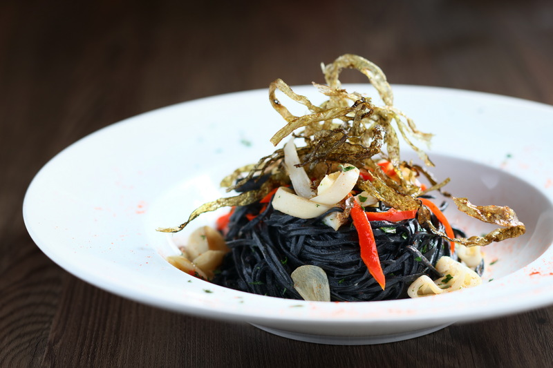 Cucina Marco Polo Hongkong Hotel 馬哥孛羅香港酒店 OKiBook Hong Kong Restaurant Booking 自助餐預訂香 - Homemade Black Ink Tagliolini with Razor Clams and Seaweed 自家製墨汁幼麵配蟶子及紫菜JPG