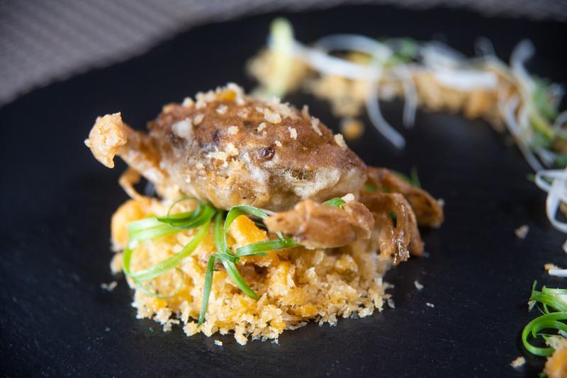 Harbour Restaurant The Harbourview 灣景廳 - 灣景國際 OKiBook Hong Kong Restaurant Booking 自助餐預訂香港 - 8 黃金軟殼蟹 Deep-fried Soft Shell Crab with Salted Egg Yolk_H2_1MB
