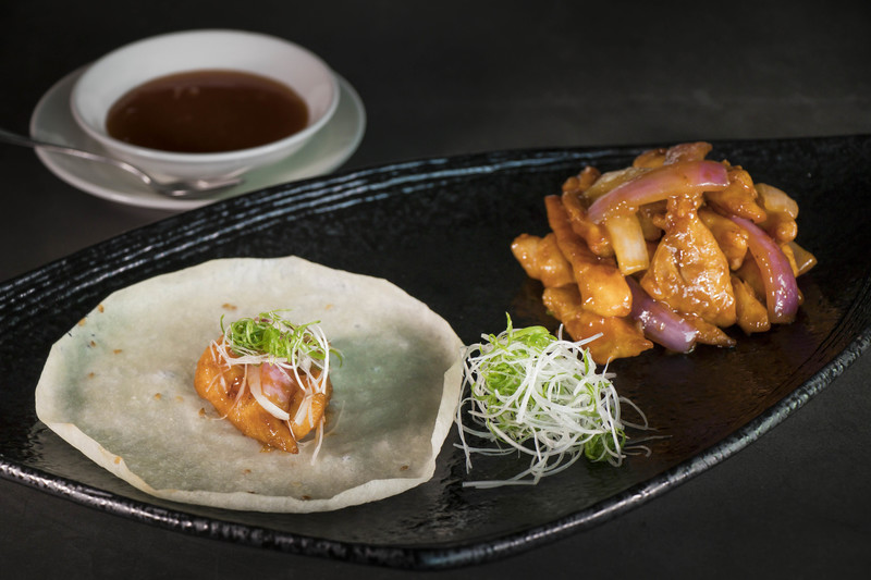 Above & Beyond - Hotel ICON 天外天中菜廳 - 唯港薈 - OKiBook Hong Kong Restaurant and buffet Booking - Wok-fried Chicken Fillet with Sweet Bean Sauce Leek and Onion served with Pancakes 1