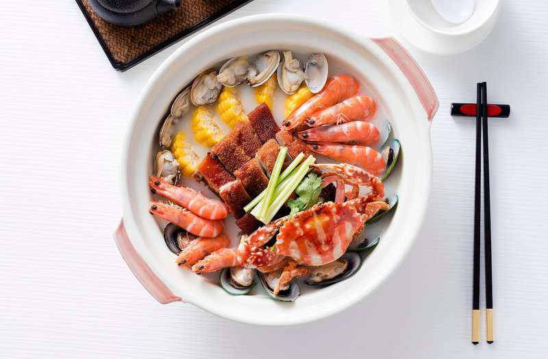 鳳城禮記_-_乳豬海鮮煲 Fong Seng Lai Kei - Assorted Seafood and Suckling Pig Hot Pot - Book Hong Kong best hotel buffets and restaurants 預訂香港最好的酒店自助餐和餐廳