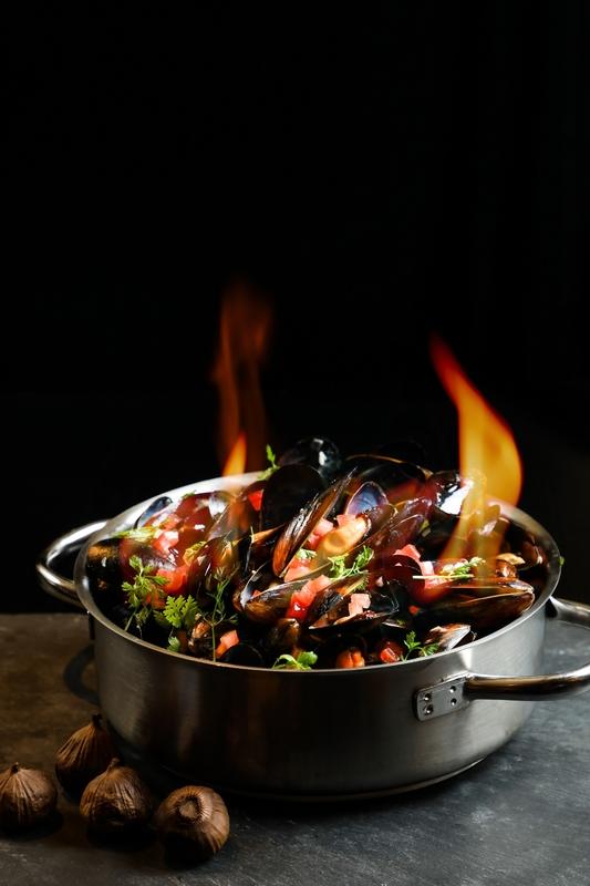 LIS Cafe- L'hotel Island South 如心南灣海景酒店 - OKiBook Hong Kong and Macau Restaurant Buffet booking 餐廳和自助餐預訂香港和澳門 - 黑蒜白酒汁可持續發展青口Sustainable Black Mussels with Black Garlic & White Wine Sauce