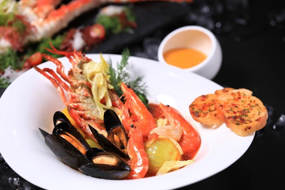 Yamm The Mira Hong Kong - OKiBook Hong Kong and Macau Restaurant Buffet booking 餐廳和自助餐預訂香港和澳門 - Alaska BUffet - 阿拉斯加海鮮盛宴 - Classic Bouillabaisse with Alaska seafood