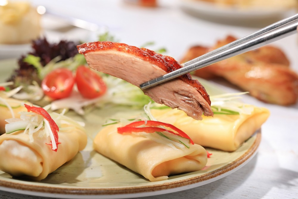 Yamm - The Mira Hong Kong - OKiBook Hong Kong and Macau Restaurant Buffet booking 餐廳和自助餐預訂香港和澳門 - Summer Sunday Brunch 2019 - Peking Duck Pancake Wraps